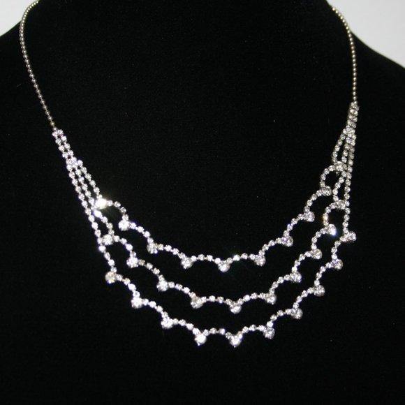 Vintage style silver and rhinestone necklace adjus